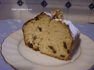 Plum cake con noci ed uva sultanina