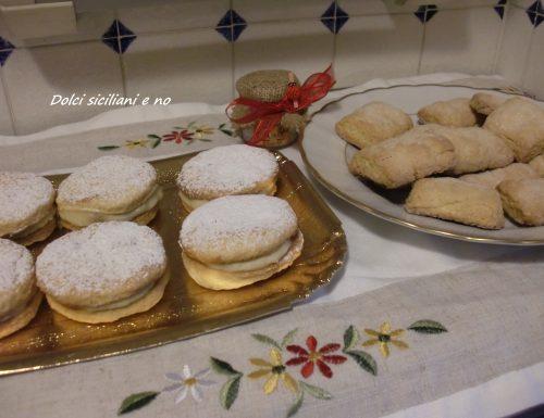 Biscotti farciti con crema pasticcera e biscotti con zucchero
