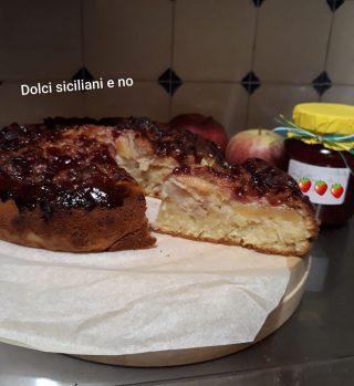 Torta morbida con mele e fragole