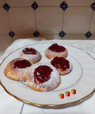 Biscottini con confettura di fragoloni